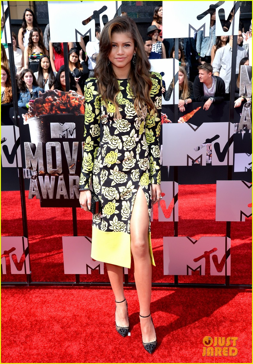bella thorne zendaya mtv movie awards 2014 113091036