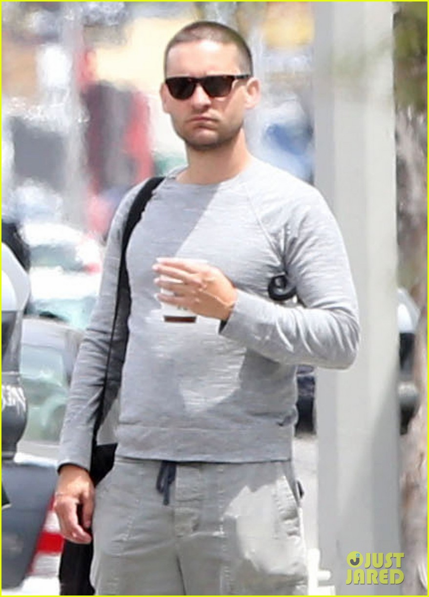 tobey maguire gets a buzz cut just like fellow spider man andrew garfield 023100703