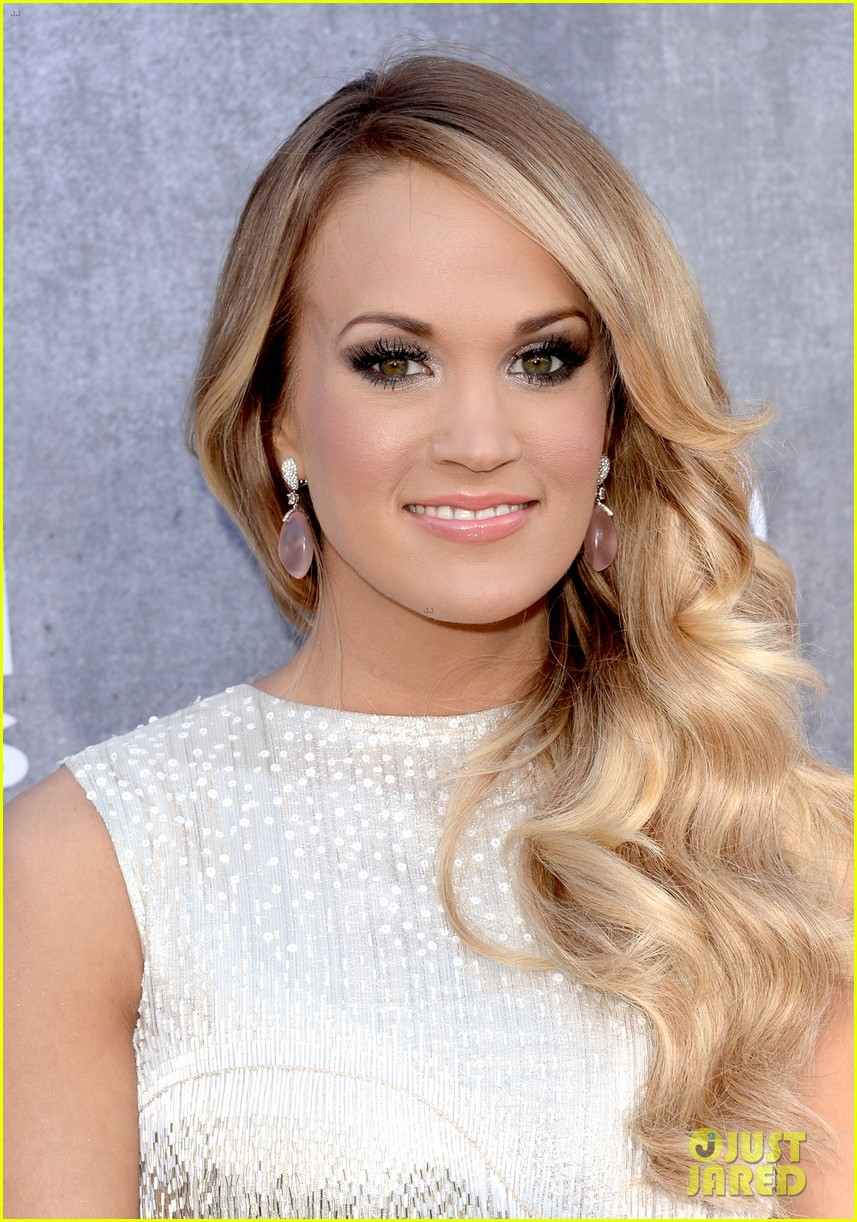 carrie underwood acm awards 2014 red carpet 023085767
