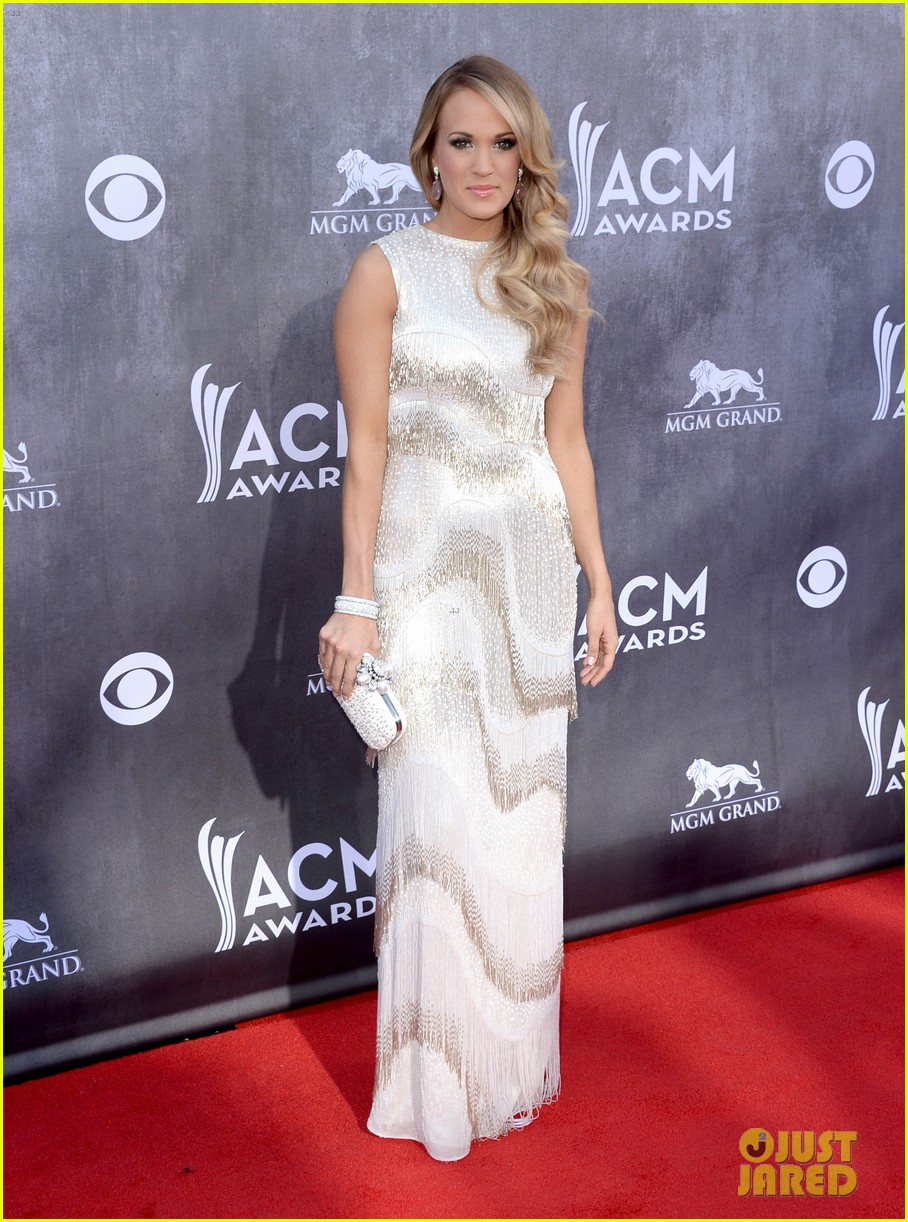 carrie underwood acm awards 2014 red carpet 033085768