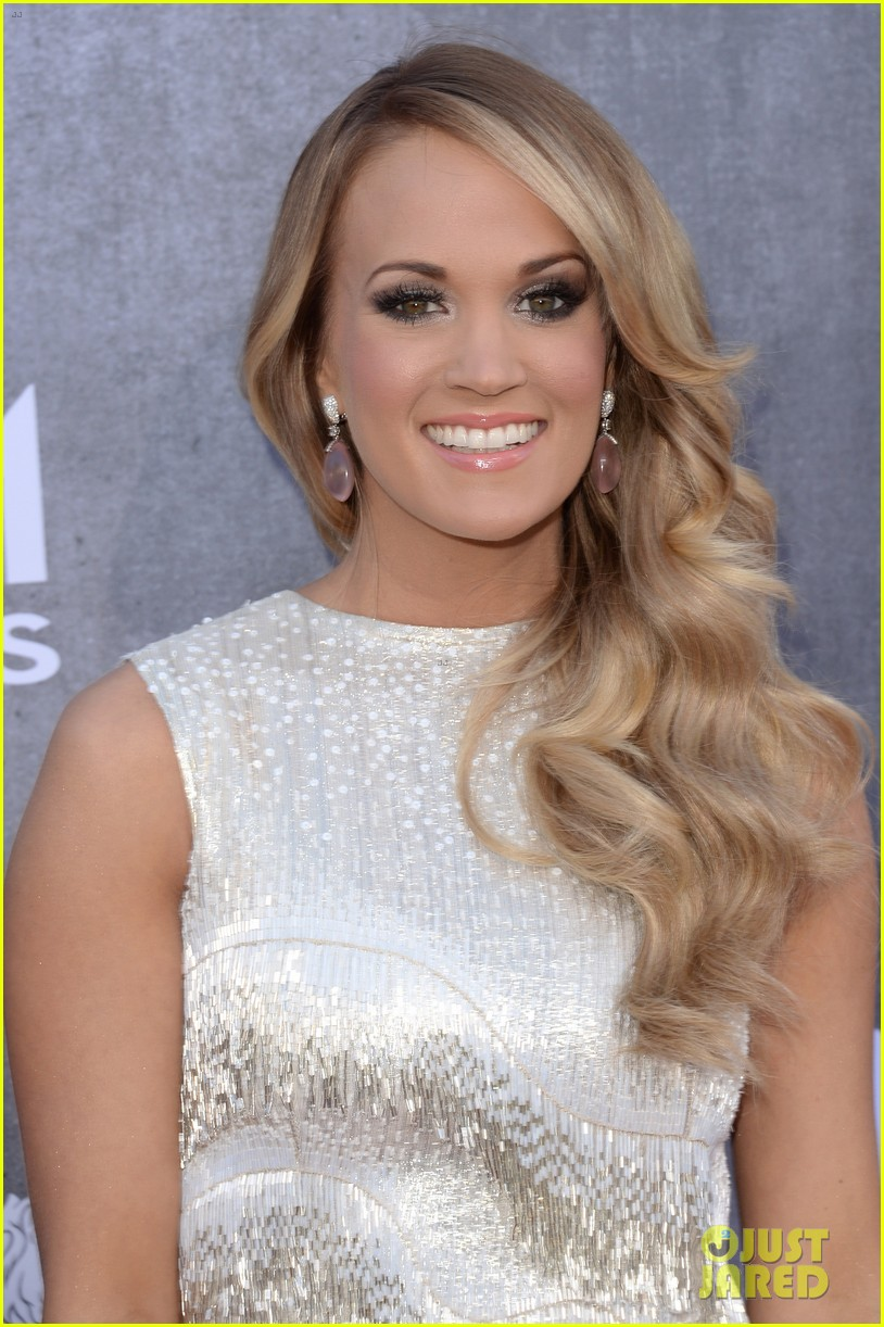 carrie underwood acm awards 2014 red carpet 043085769