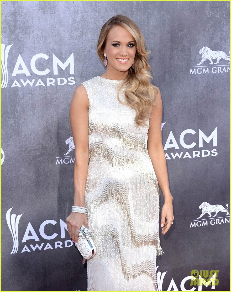 carrie underwood acm awards 2014 red carpet 063085771