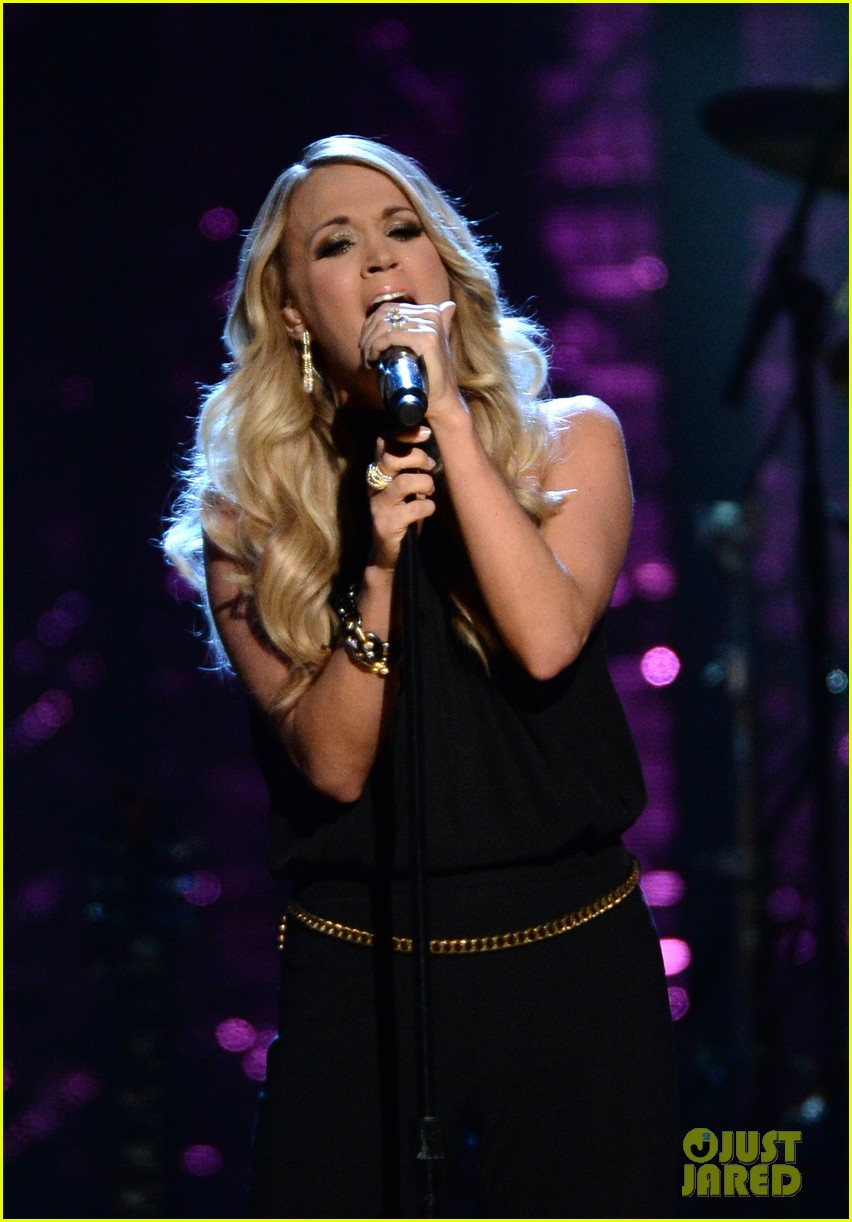 carrie underwood rock roll hall of fame induction 033088742