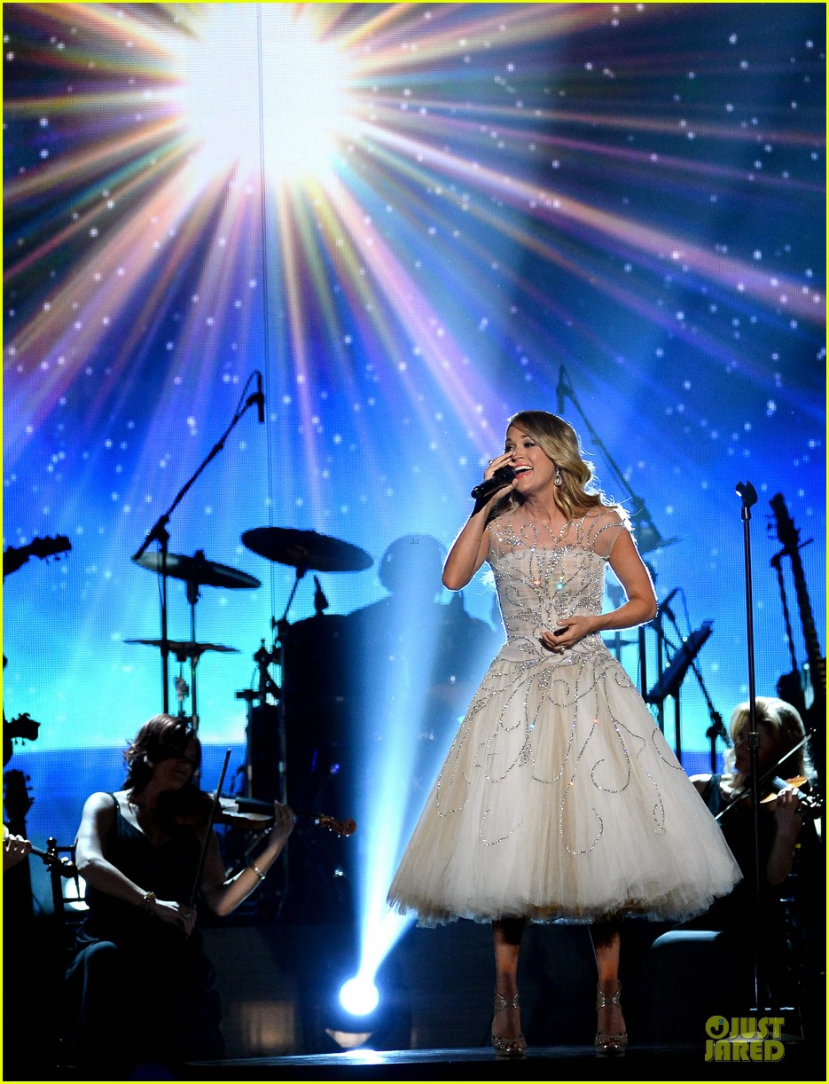 carrie underwood salute the troops 013086766