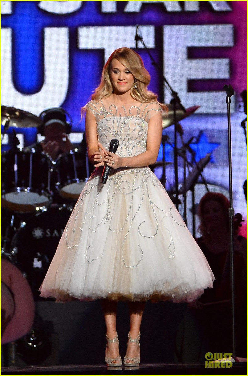carrie underwood salute the troops 033086768