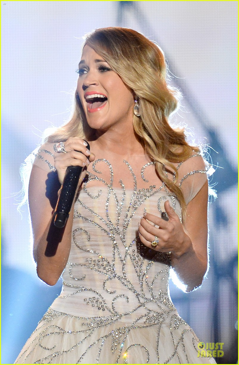 carrie underwood salute the troops 073086772