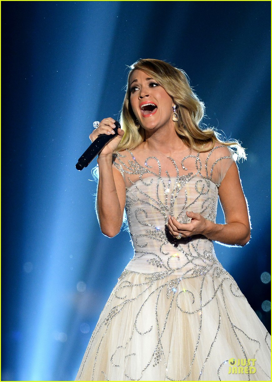 carrie underwood salute the troops 103086775