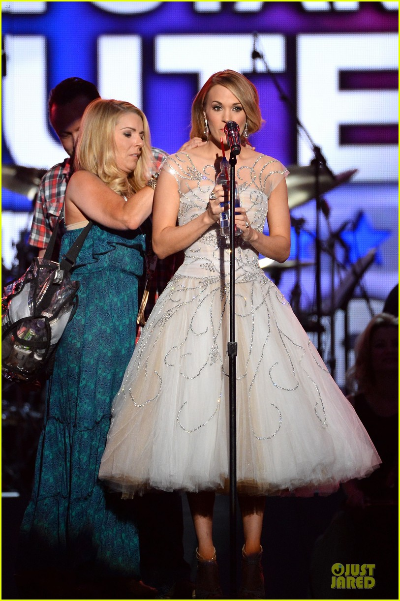 carrie underwood salute the troops 133086778