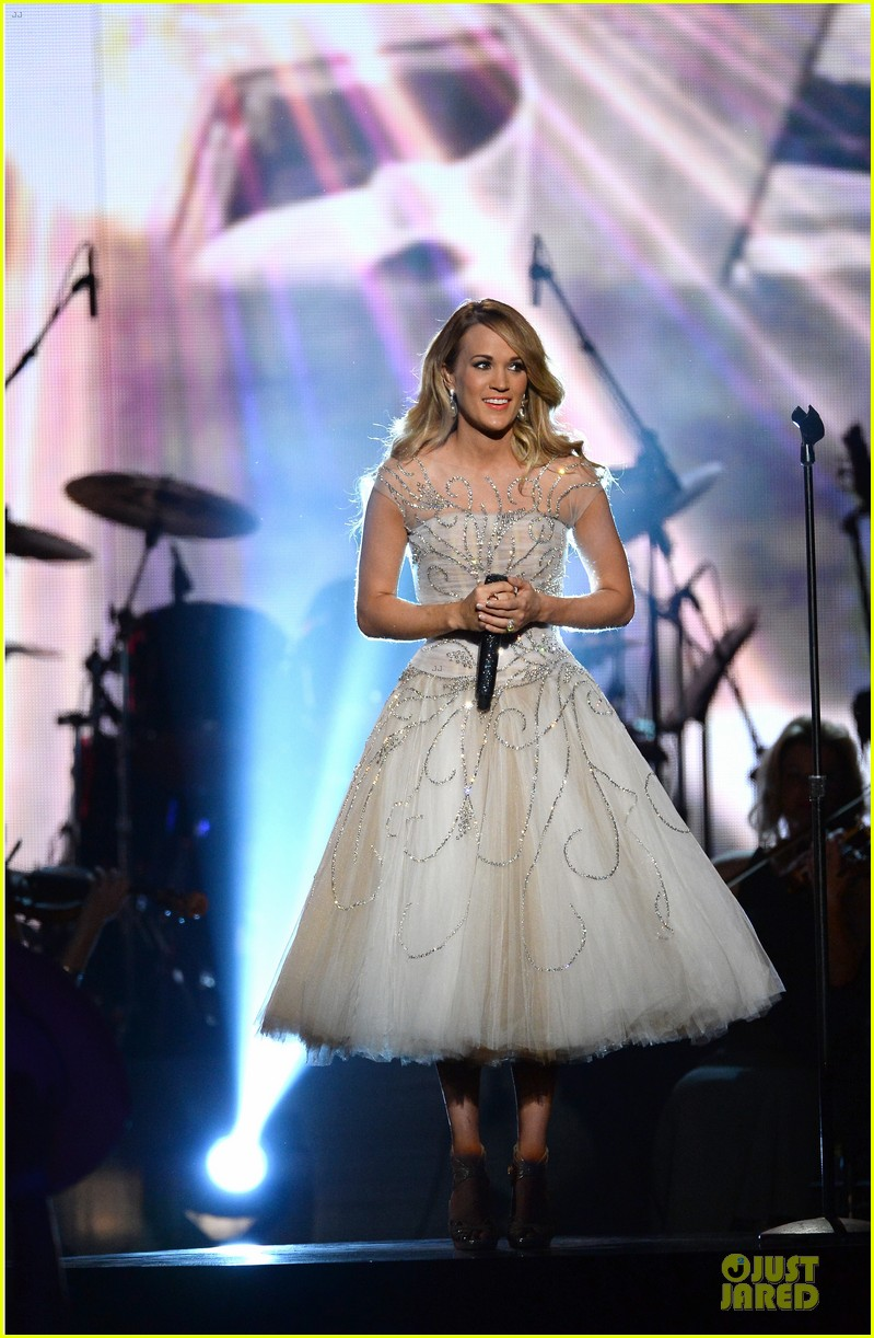 carrie underwood salute the troops 143086779