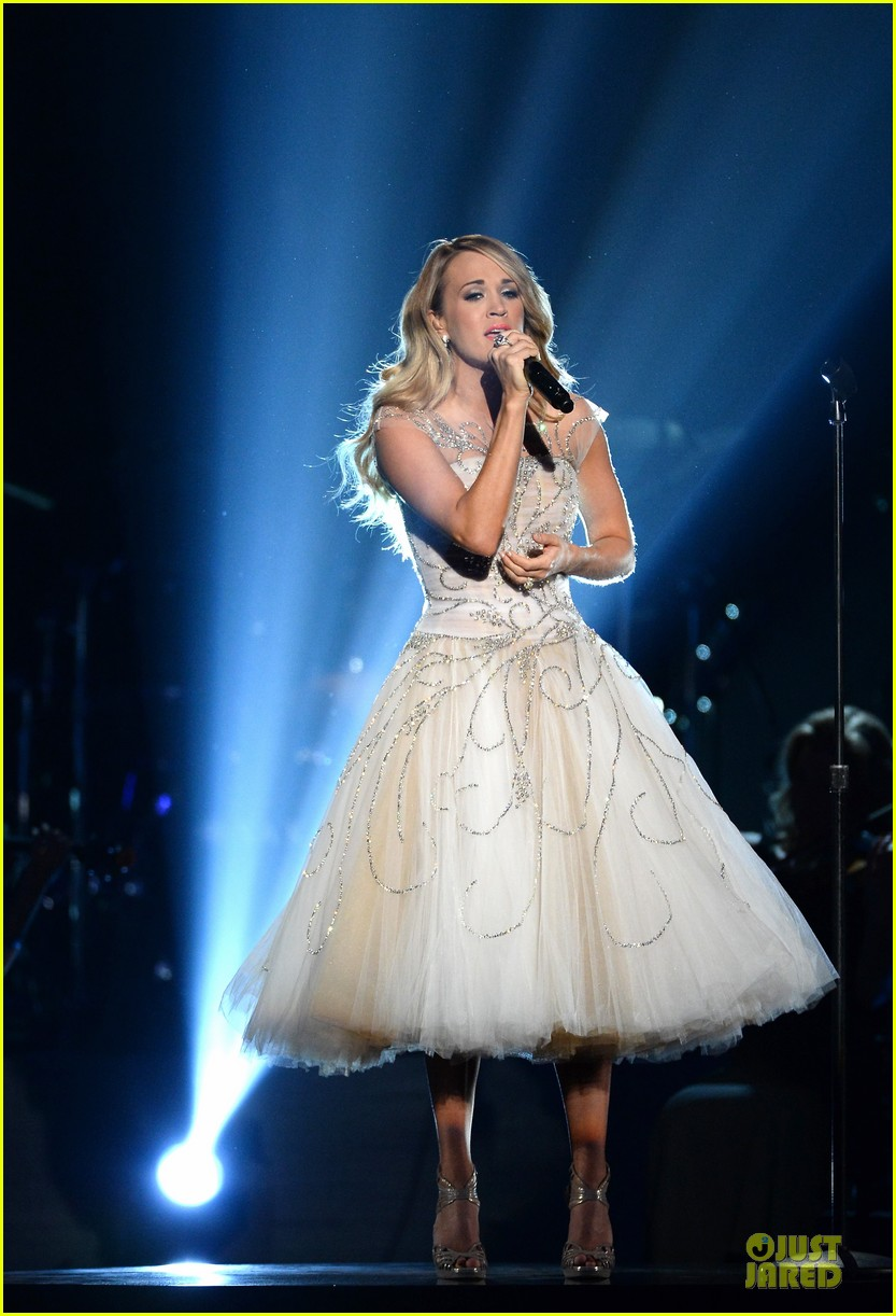 carrie underwood salute the troops 153086780