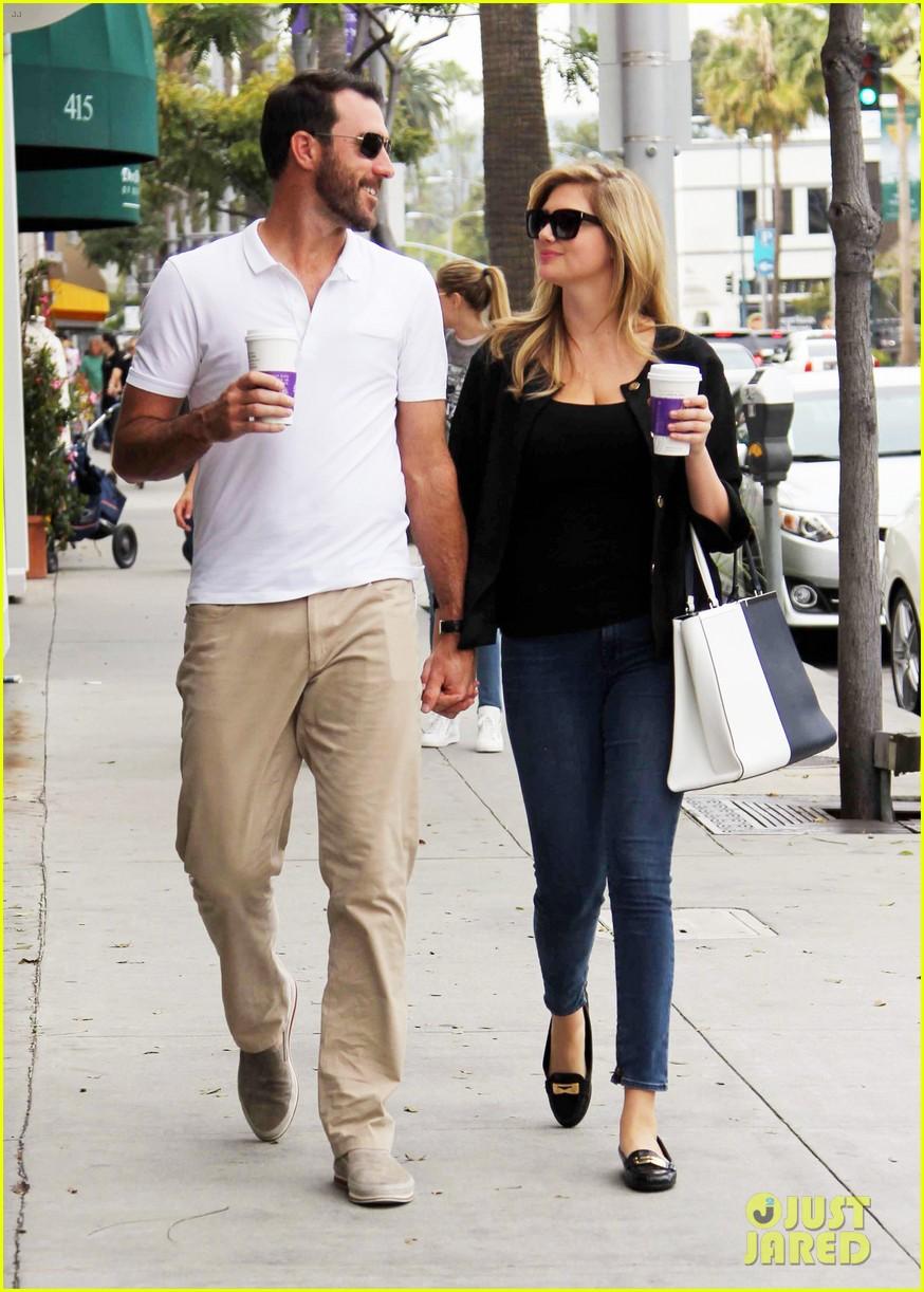 kate upton boyfriend justin verlander holding hands 043088853