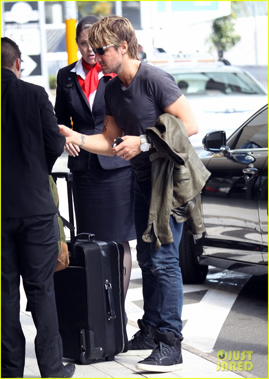 keith urban catches flight to make it back for american idol tonight 053083385