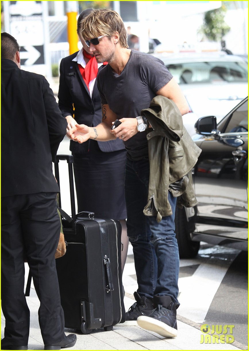 keith urban catches flight to make it back for american idol tonight 063083386
