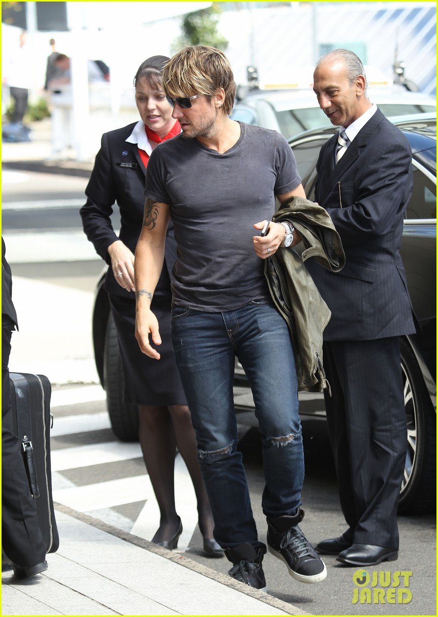 keith urban catches flight to make it back for american idol tonight 093083389