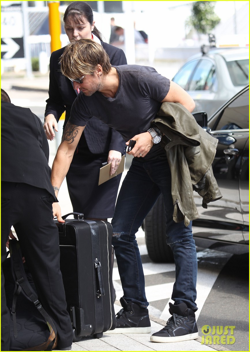 keith urban catches flight to make it back for american idol tonight 113083391