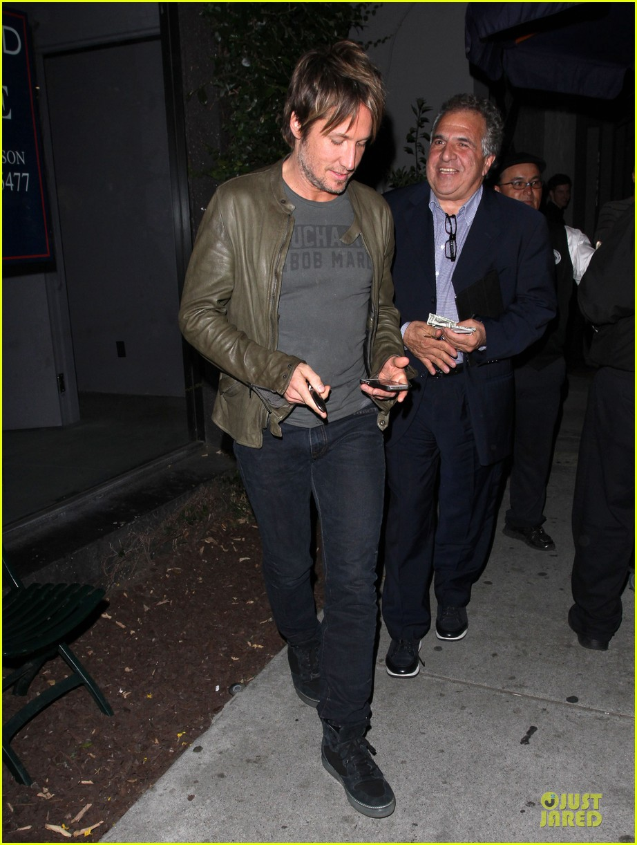 keith urban goes green at crossroads 013099617