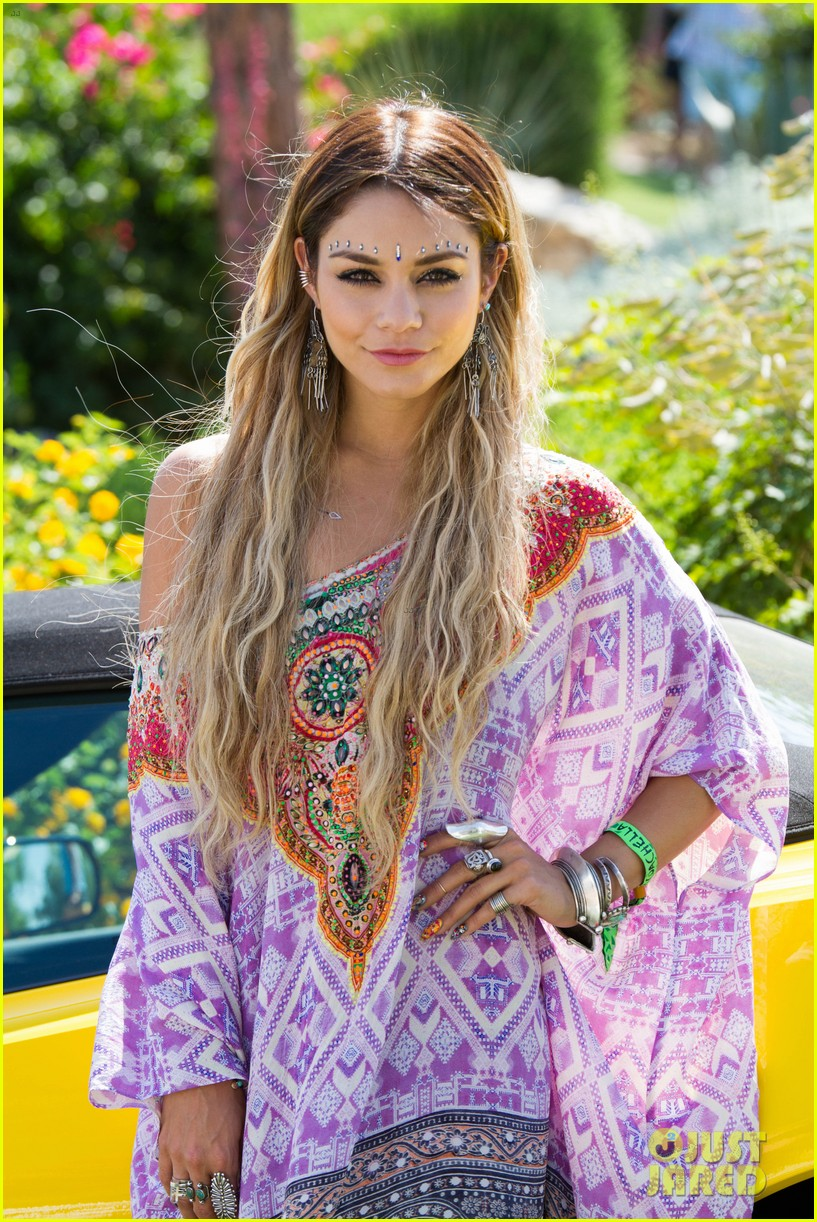 vanessa hudgens ashley benson coachella pool party 013090616