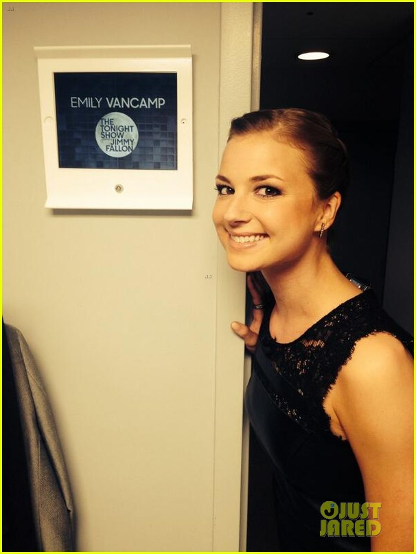 emily vancamp leather on tonight show 023089823