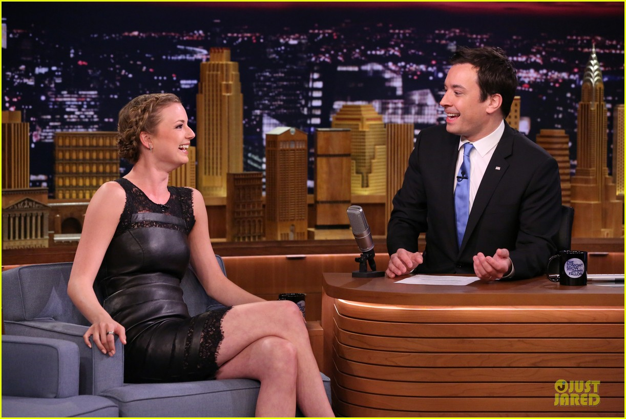 emily vancamp leather on tonight show 033089824