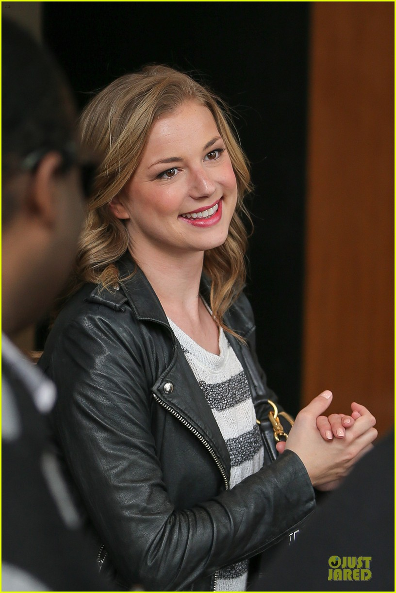 emily vancamp leather on tonight show 043089825