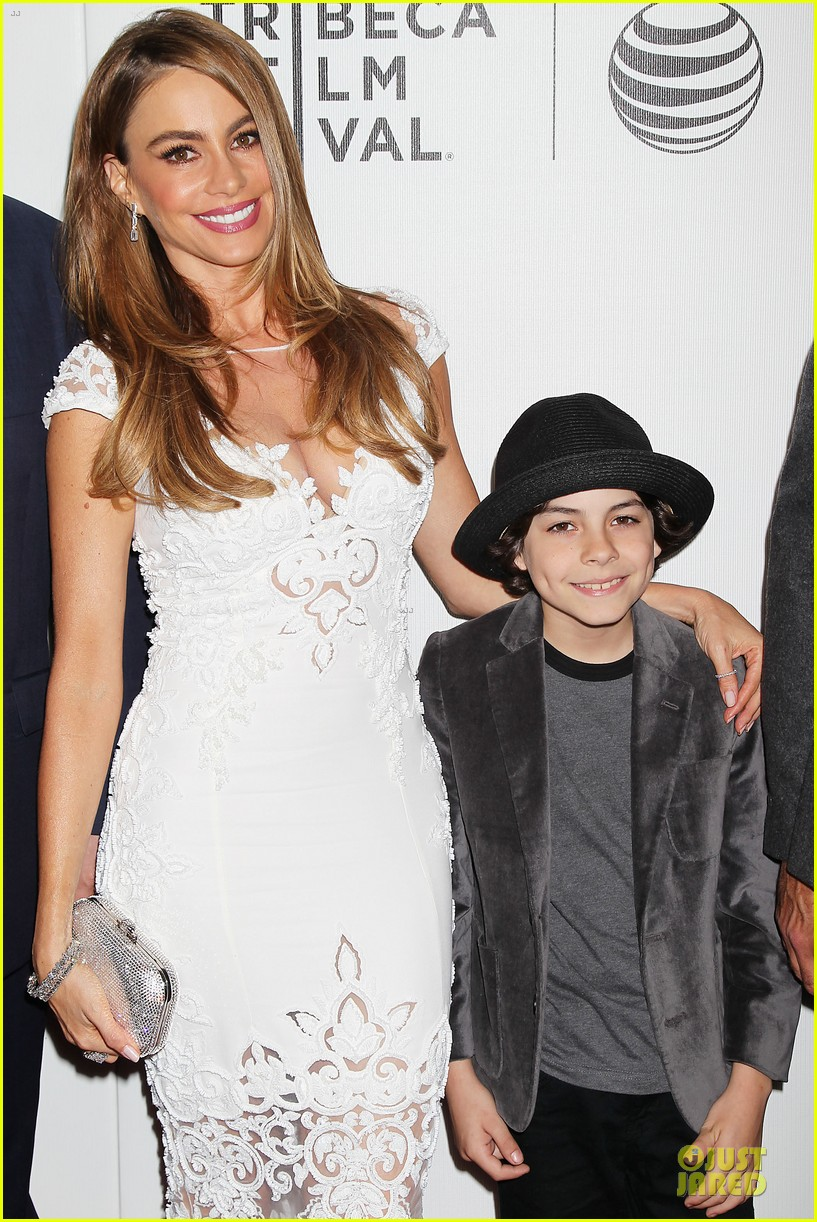 sofia vergara jon favreau premiere chef at tribeca 143097125