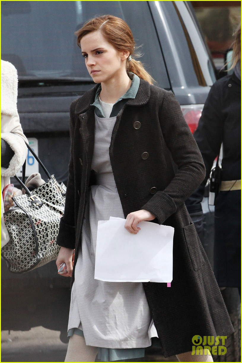 emma watson celebrates 24th birthday on regression set 023092805