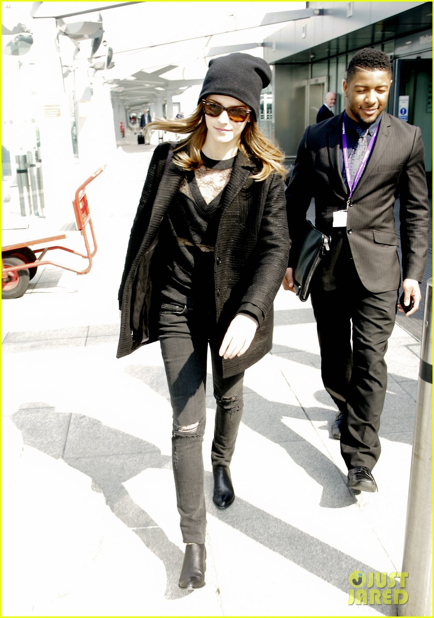 emma watson flies back to london after quick new york trip 013096071