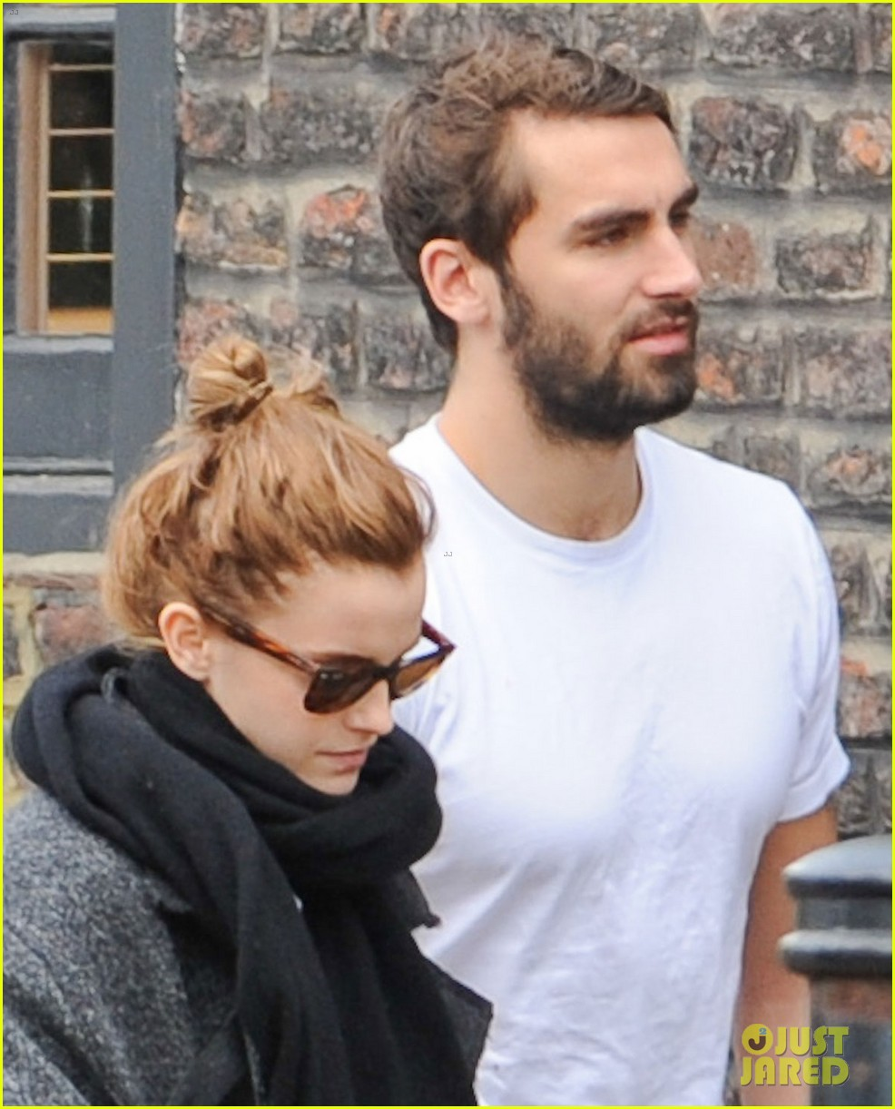 emma watson spends weekend with boyfriend matthew janney 043100855