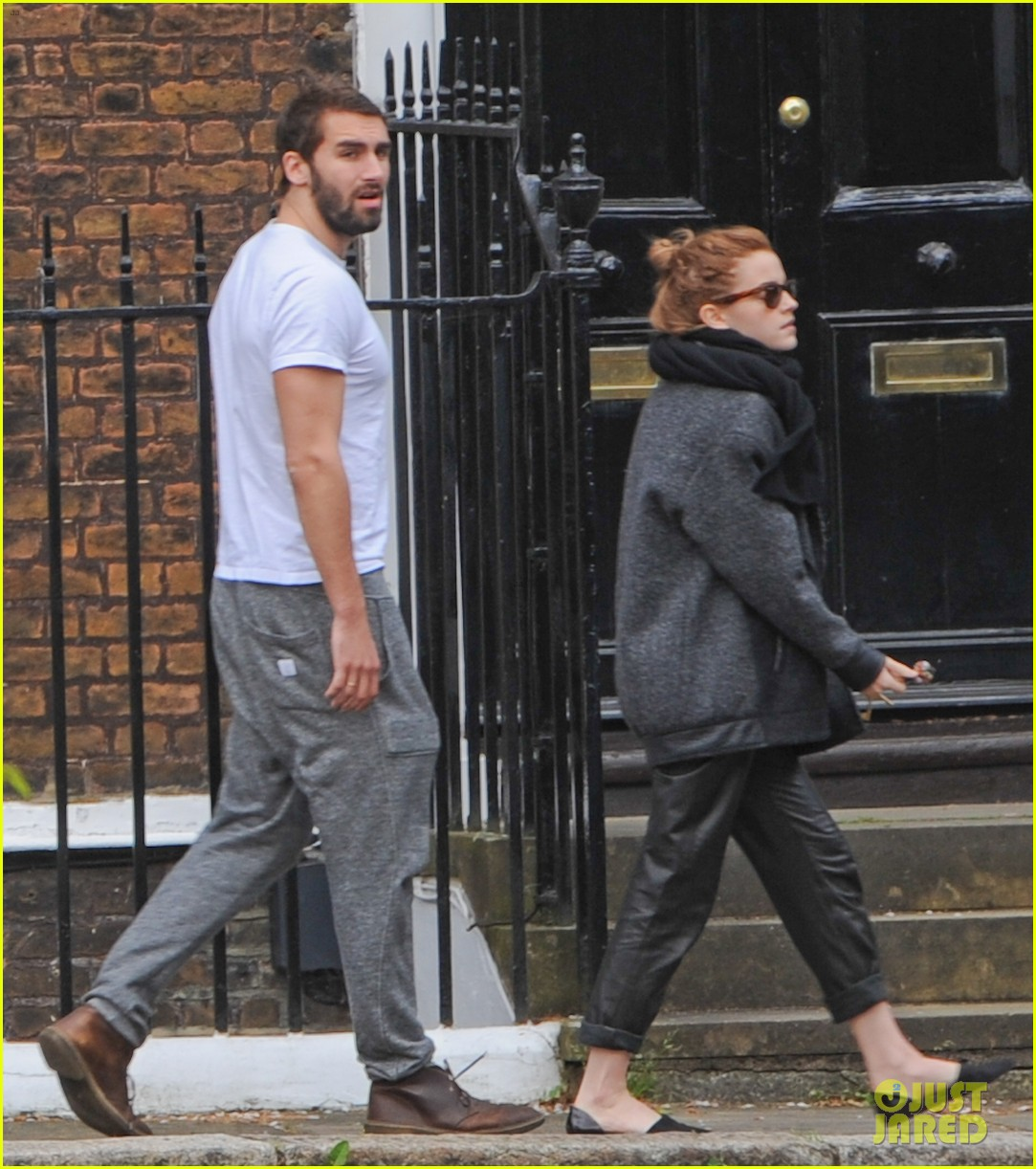 emma watson spends weekend with boyfriend matthew janney 063100857