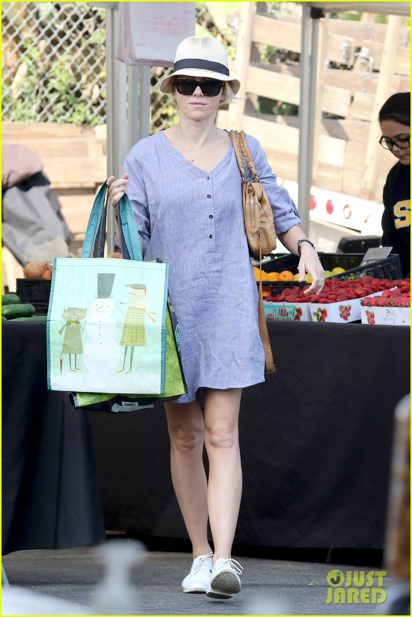 naomi watts rocks a baggy shirt dress for easter sunday shopping 073095828