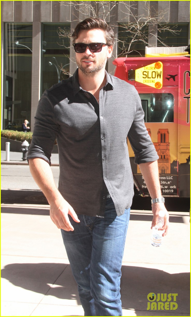 tom welling focusing on movies is very proud of smallville 033088499
