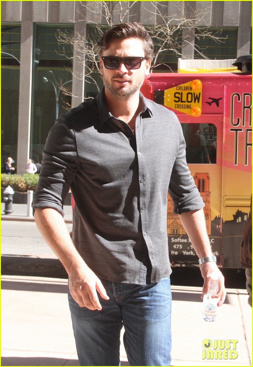 tom welling focusing on movies is very proud of smallville 073088503