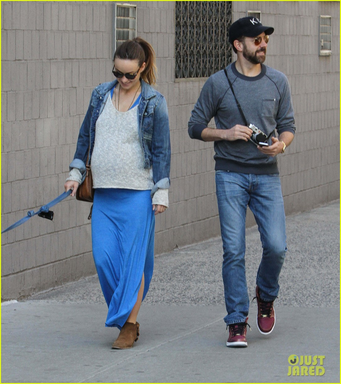 olivia wilde growing baby bump dog walk 053092179