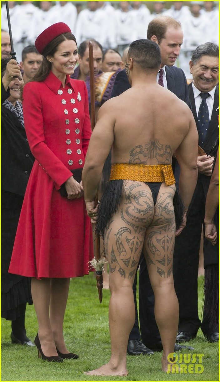 prince william kate middleton new zealand half naked man nose kisses 033086242