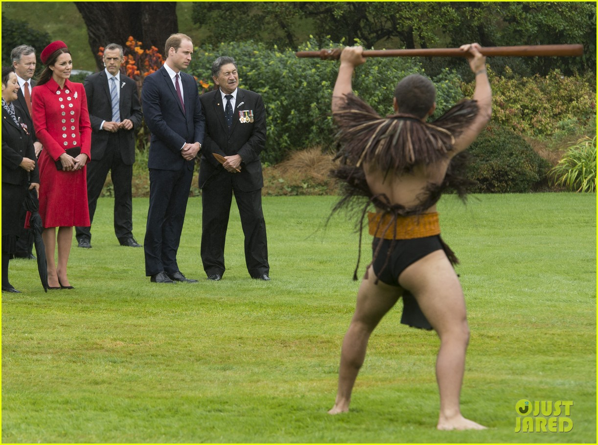 prince william kate middleton new zealand half naked man nose kisses 083086247