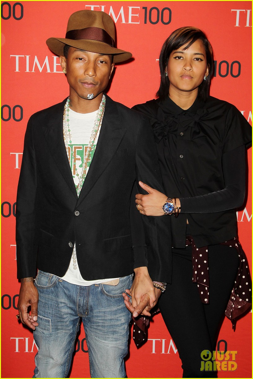 pharrell williams wears mickey mouse band aid on his chin 083101885