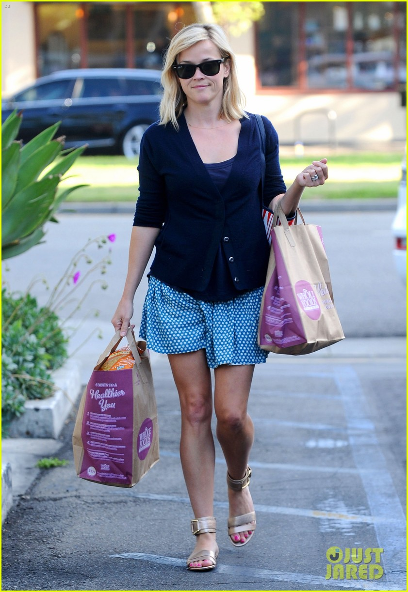 reese witherspoon makes a funny face at pals birthday party 263101115