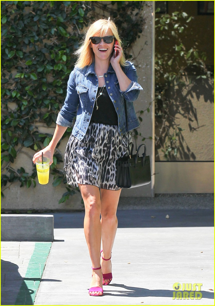 reese witherspoon cant stop smiling 023088985