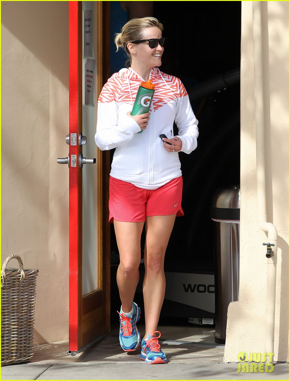 reese witherspoon cant stop smiling 073088990