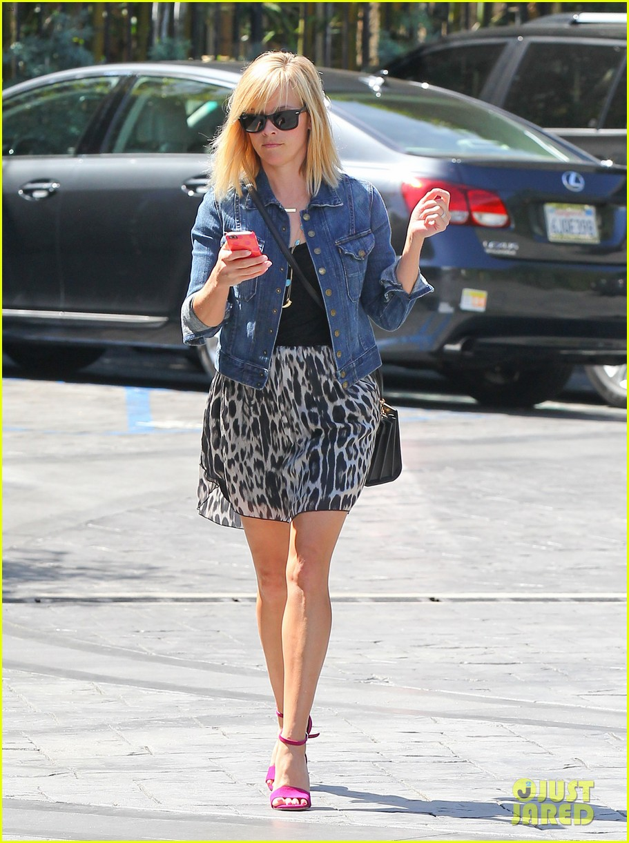 reese witherspoon cant stop smiling 113088994