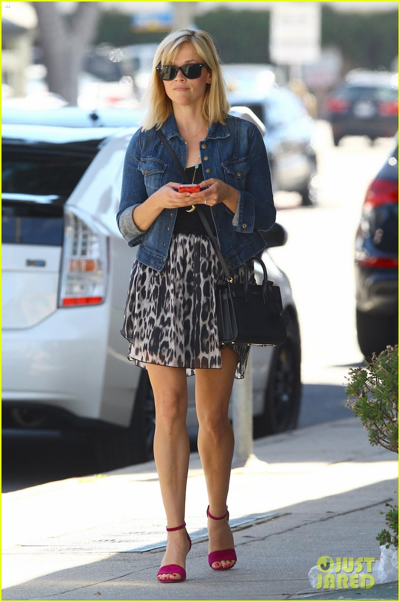 reese witherspoon cant stop smiling 133088996