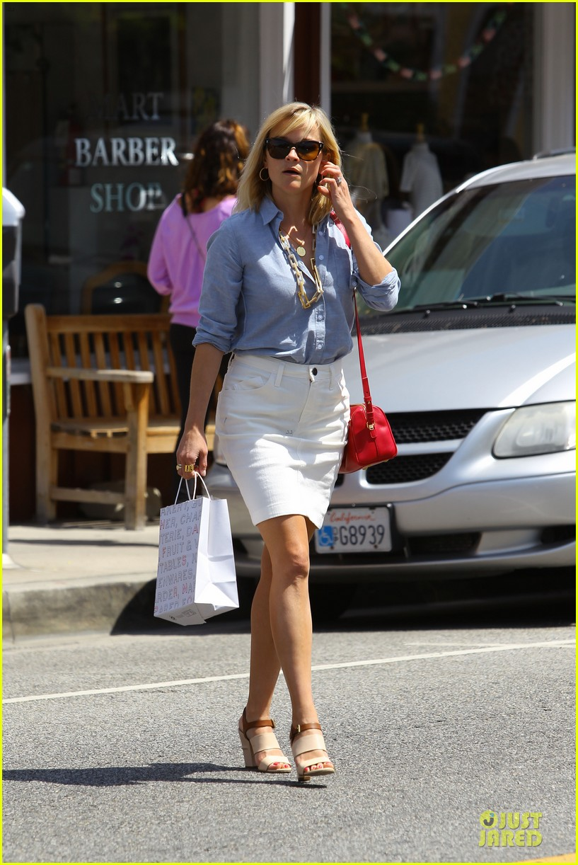 reese witherspoon epitome of spring fashion 063087066