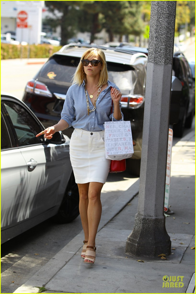 reese witherspoon epitome of spring fashion 073087067