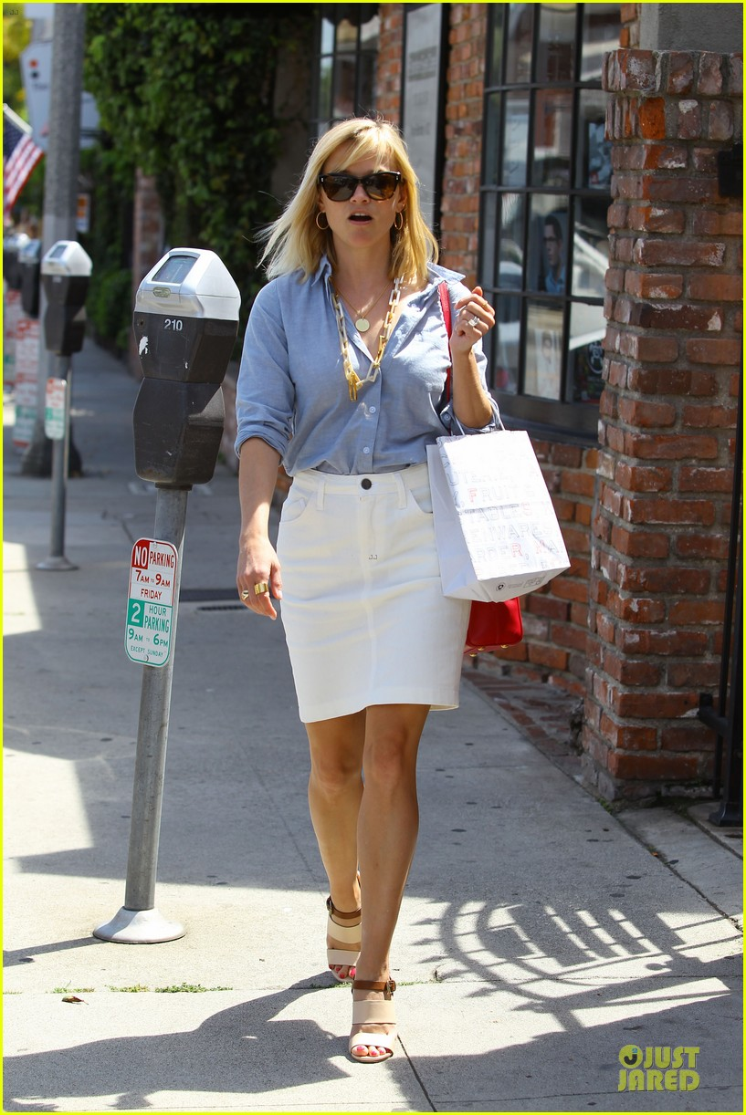 reese witherspoon epitome of spring fashion 093087069