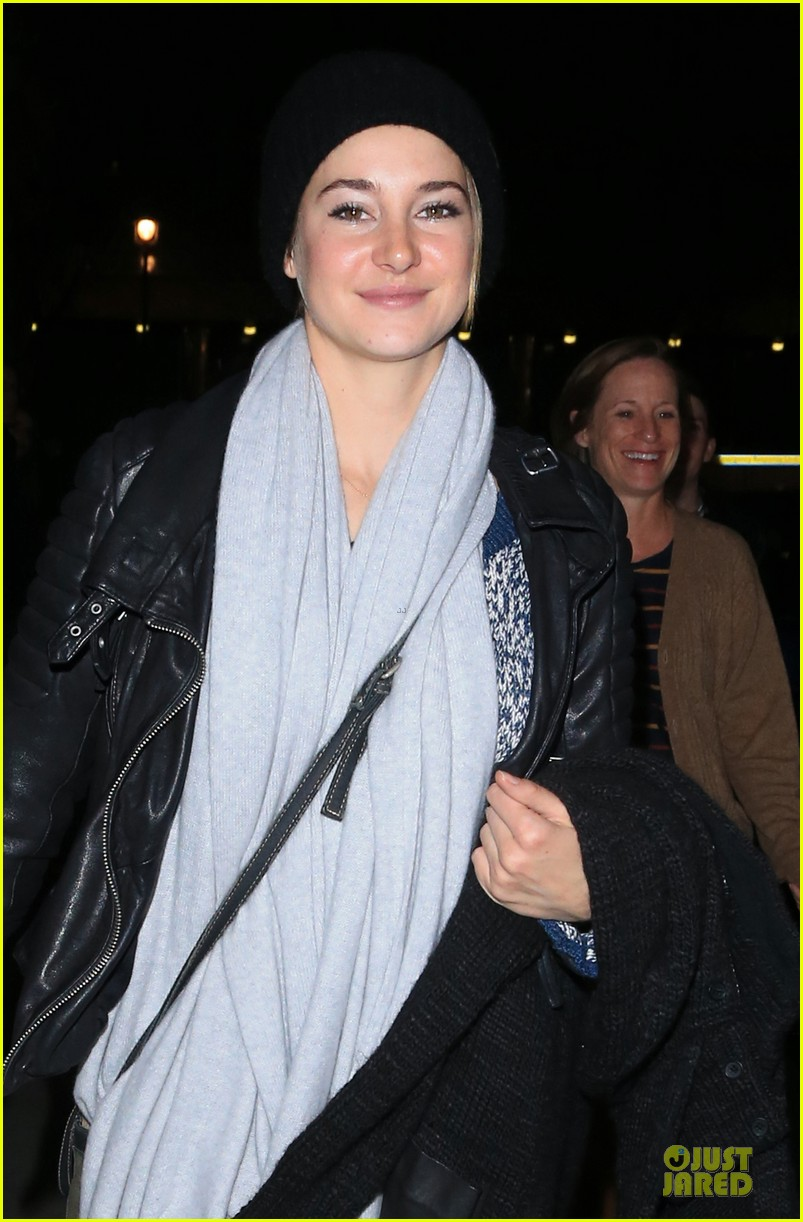 shailene woodley wraps divergent with mom lori 043082583