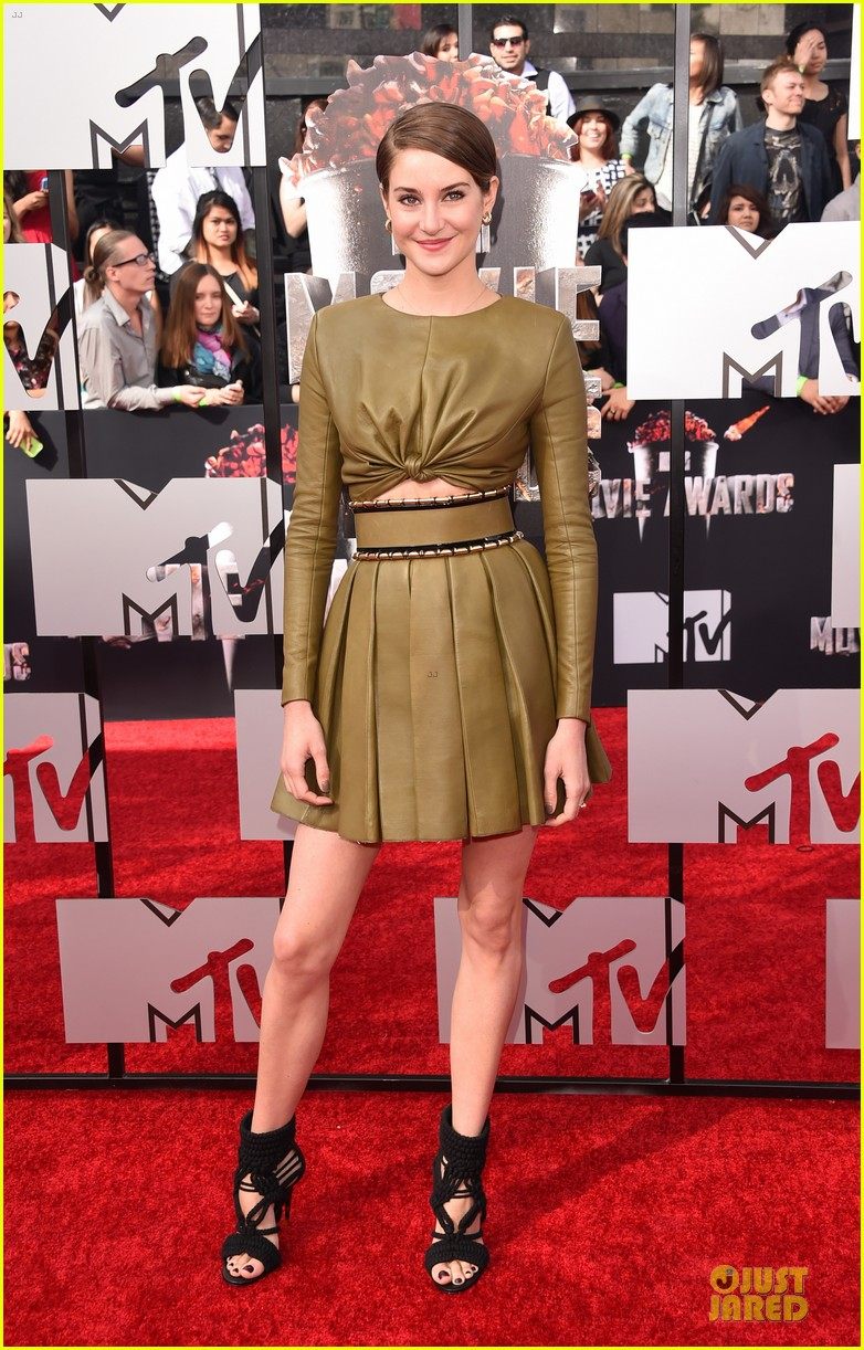 shailene woodley bares midriff at mtv movie awards 053091102