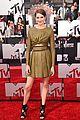 shailene woodley bares midriff at mtv movie awards 05