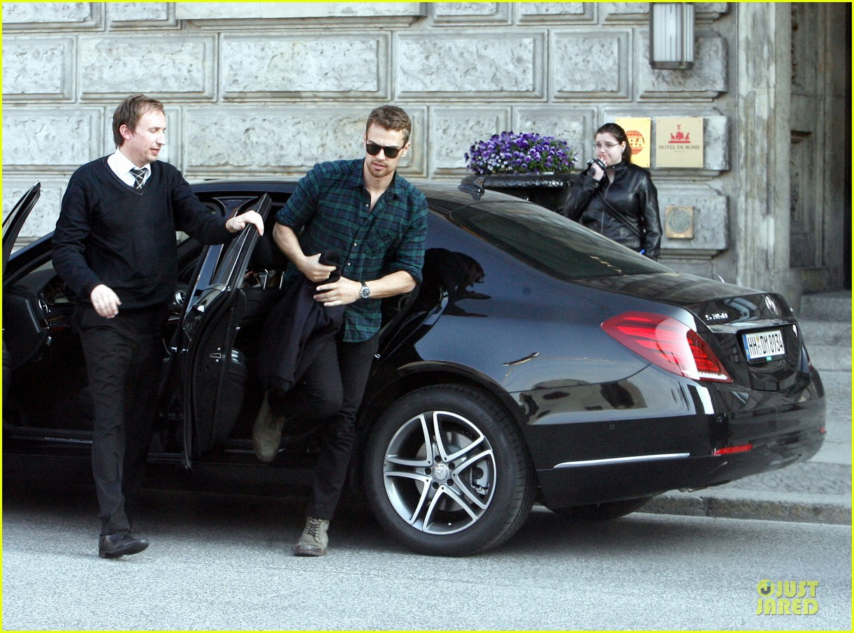 shailene woodley theo james hotel exit at night 083083556
