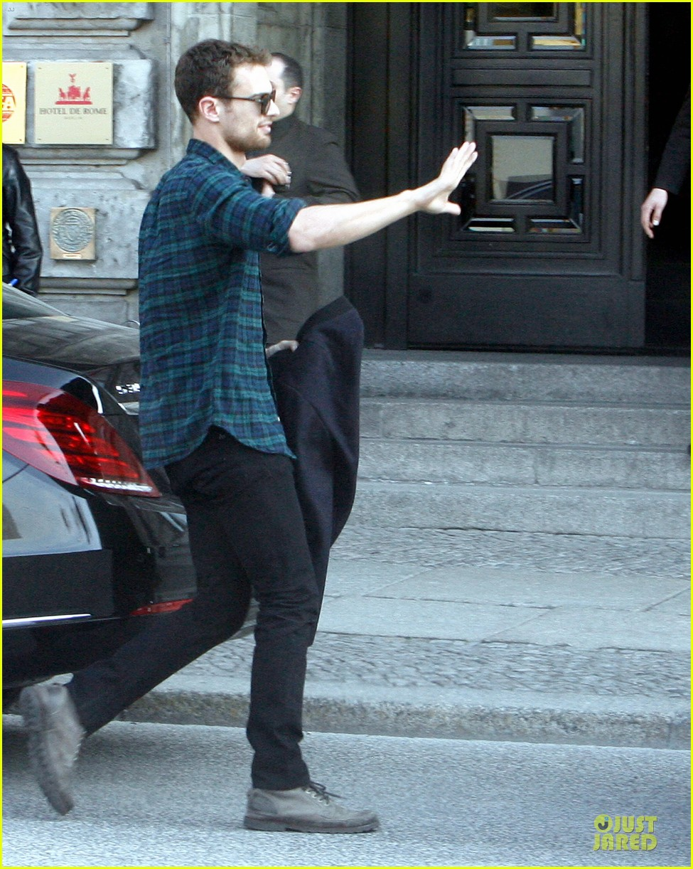 shailene woodley theo james hotel exit at night 093083557