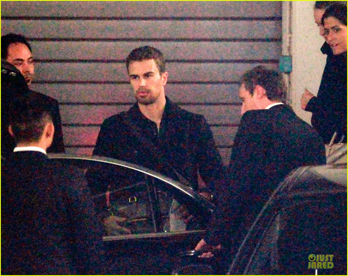 shailene woodley theo james hotel exit at night 113083559